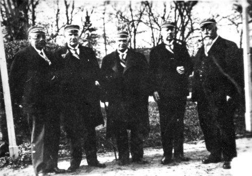 Grupp auvilistlasi 1930ndate aastate lõpul Aia tn. konvendi õues