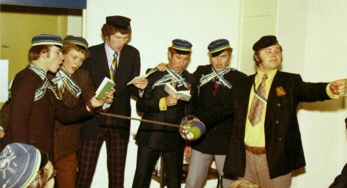 Kanada koondise värsked värvikandjad laulu tegemas